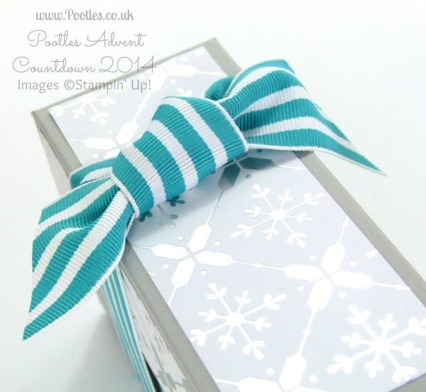Pootles Advent Countdown #23 Floral and Festive Box Tutorial Square Knot Detail
